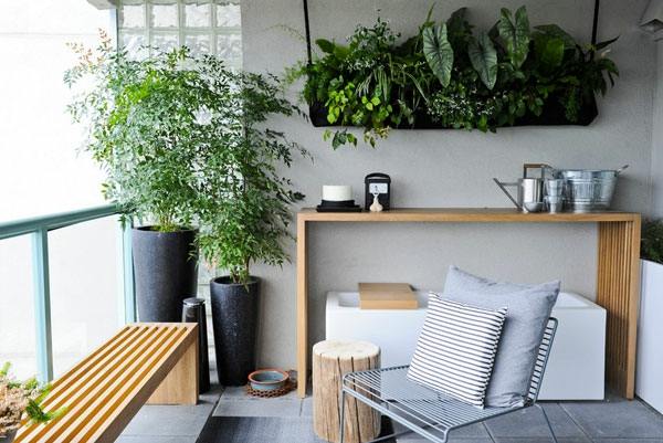 Hängende Zimmerpflanzen und Balkonpflanzen balkonmöbel bank