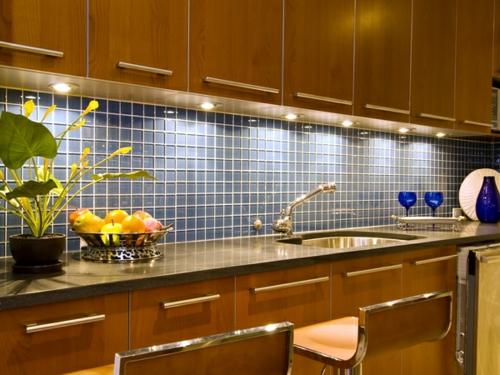Küchenrückwand einbauen fliesen aussagekräftig quadratisch