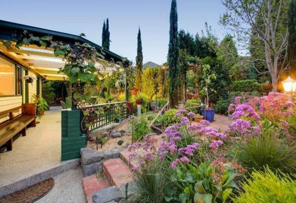 Gartenideen landschaft Moderne Gartengestaltung trends einladend bunt
