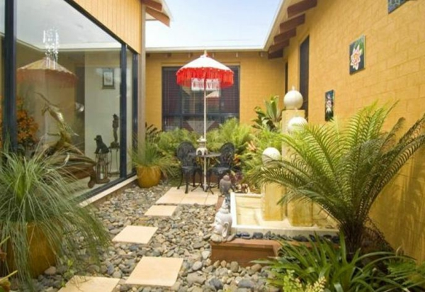 gelbe fassade Gartengestaltung Gartenideen landschaft trends einladend fassade