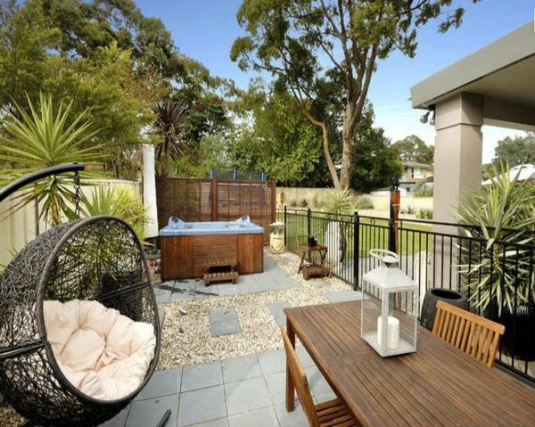 rattan sessel Gartengestaltung Gartenideen landschaft trends einladend gepflegt