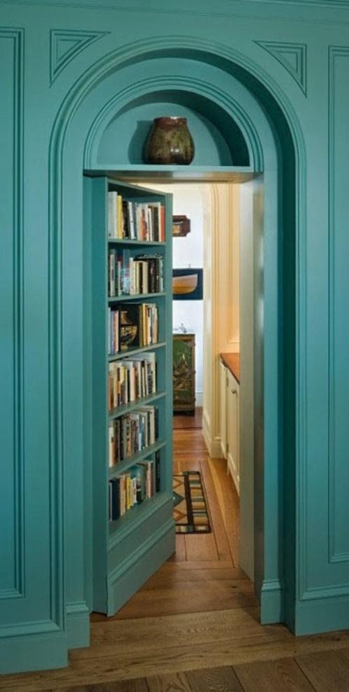 wohnen schön Bücherschrank bücherregale  gemütlich tür türkis