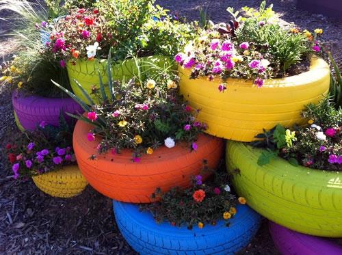 gartengestaltung bunt reifen Selbstgemacht Gartendeko DIY