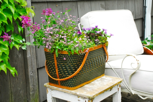 Selbstgemachte Gartendeko DIY gartengestaltung picknick korb