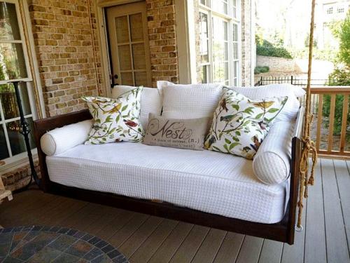 Selbstgemachte Gartendeko DIY gartengestaltung sitzecke auflagen