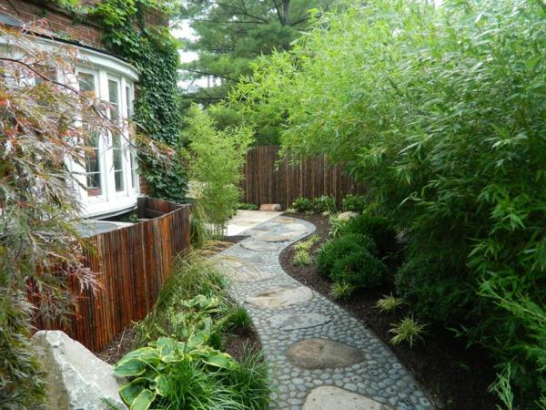 Sichtschutz im Garten beleuchten bambus fußweg pflanzen