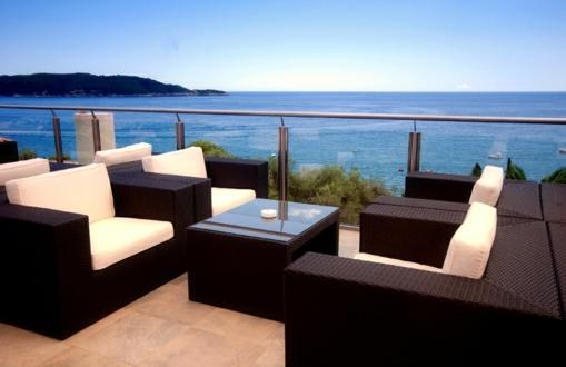 glas meer blick rattan möbel terrassengeländer und balkongeländer