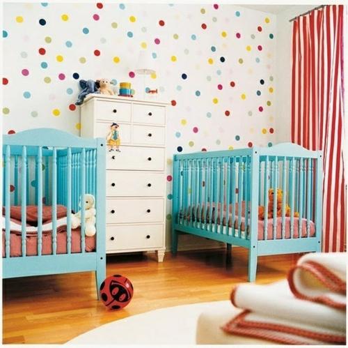 Bunt Getupfte Wände Im Babyzimmer