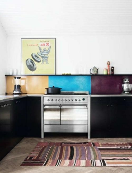 glanzvoll farben leuchtend blau Wohnideen für Küche Glasrückwand