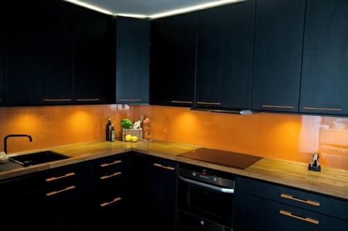 Glasrückwand glanzvoll farben Wohnideen für Küche  leuchtend designs