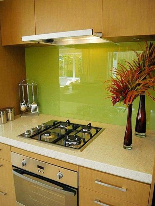 Wohnideen für Küchenrückwand glanzvoll farben leuchtend herd