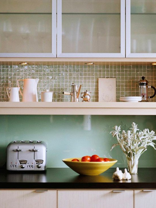 Küchenrückwand aus glas glanzvoll farben leuchtend oberschränke