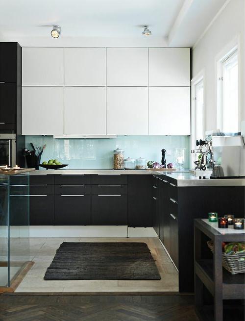 Wohnideen glanzvoll Küche Glasrückwand farben platten