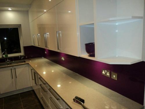 glanzvoll Wohnideen für Küche Glasrückwand farben