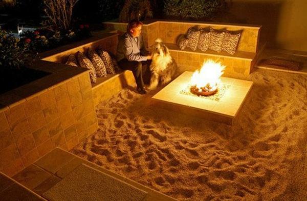 außenbereich hof gartenideen sand feuerstelle kreative wohnideen gemütlich