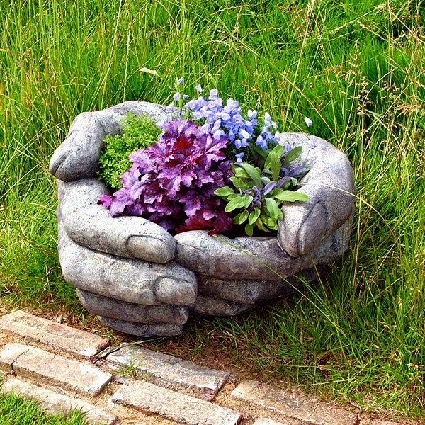 außerordentlicher gartendeko blumenstrauß gras steinbehälter