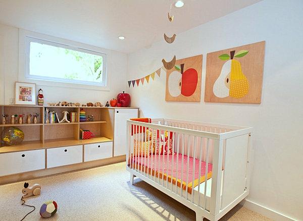 babyzimmer krippe weiß holz wanddeko apfel birne Wanddeko mit Holz