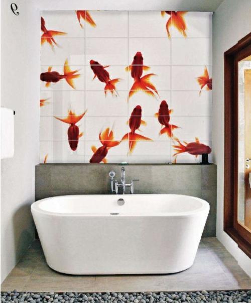 weiß pur badezimmer fliesen badewanne fische rote