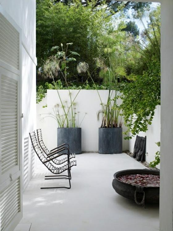 balkon ideen terrassengestaltung minimalistisch betonboden weiß grün
