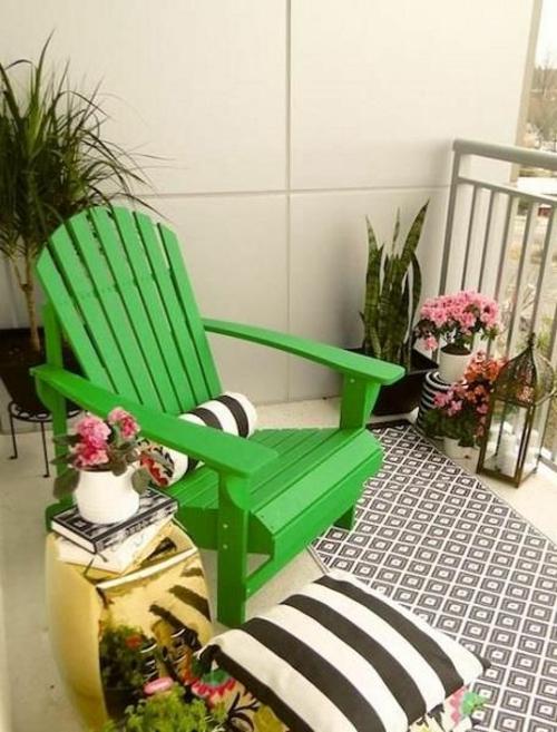 balkon gestaltung bewohnlich entwerfen idee gemütlich grün gartenstuhl