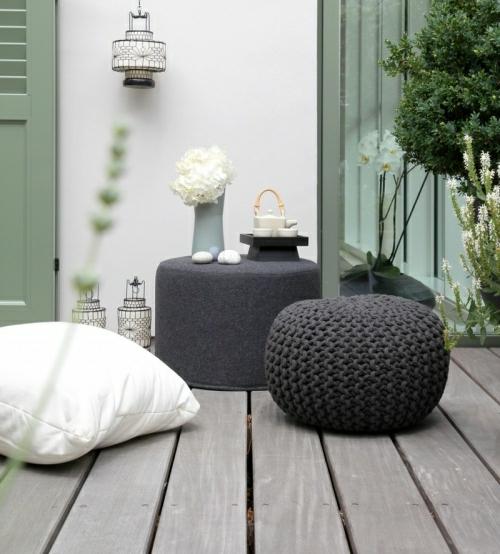 balkon bewohnlich entwerfen idee gemütlich schwarz weiß