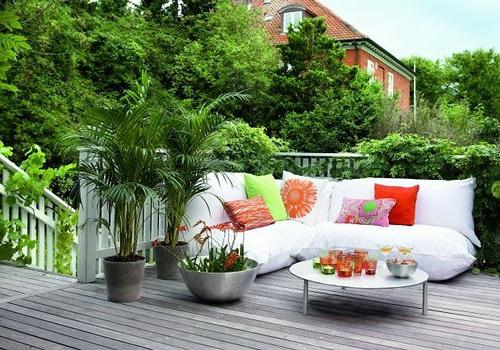balkongestaltung bewohnlich entwerfen idee gemütlich sofa