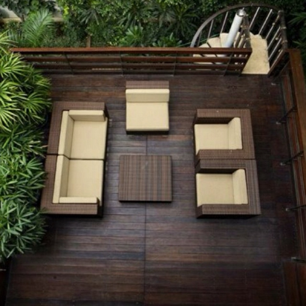 balkongestaltung holzboden schöne sitzecke