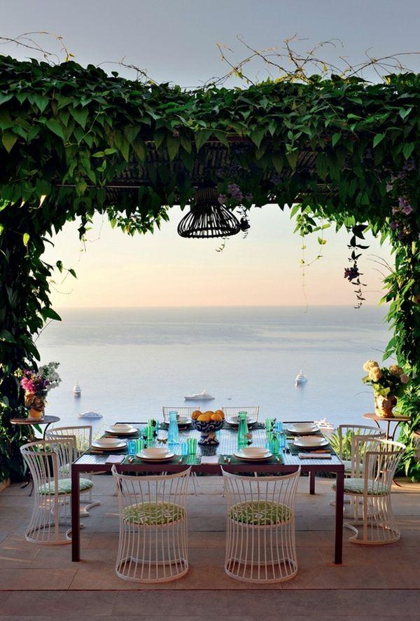 balkongestaltung möbel aus schmiedeeisen teller tisch stühle