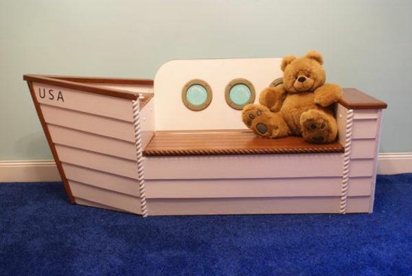 boot bank im kinderzimmer teddy bär teppich