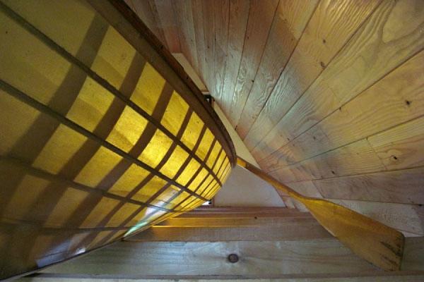 boot beleuchtet kunstvoll ausgedacht waldhaus robust stil