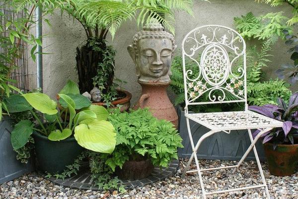 buddha figuren im garten verw hnen sie ihren geist. Black Bedroom Furniture Sets. Home Design Ideas