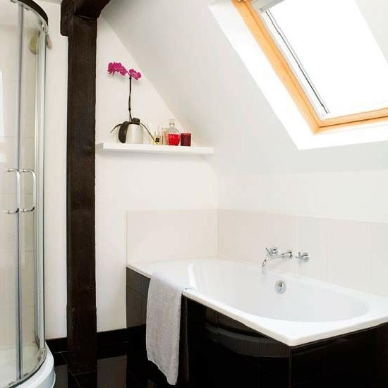 dachfenster badewanne schwarz bad