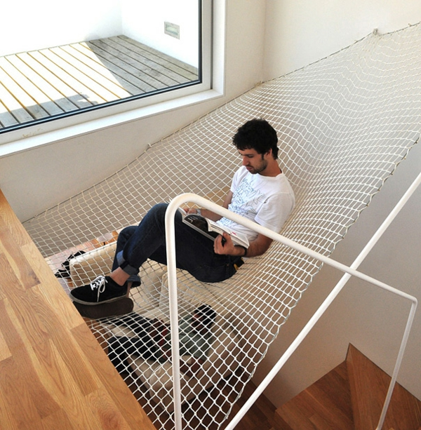 dachzimmer netz kreative wohnideen gemütlich leseecke in der luft