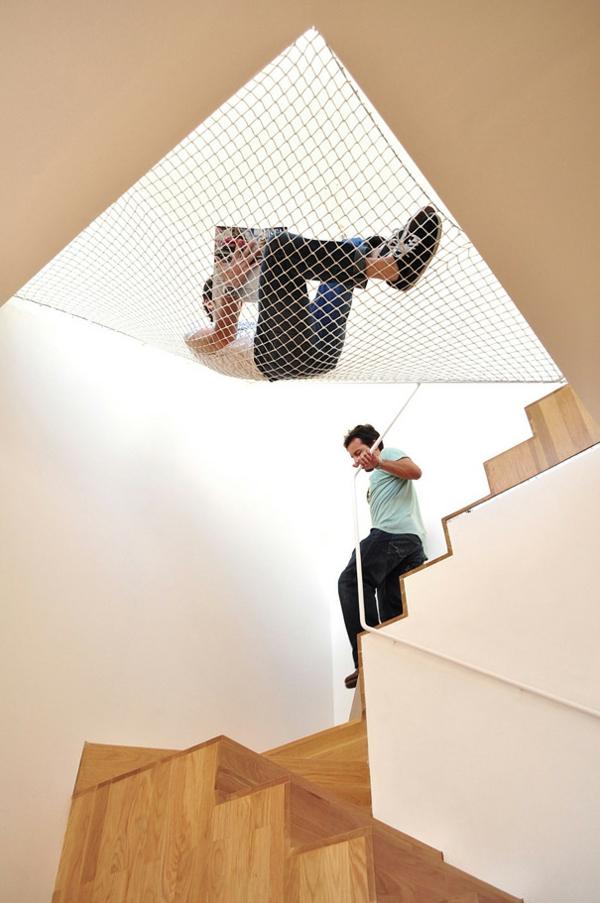 dachzimmer netz kreative wohnideen gemütlich leseecke treppenhaus platzsparend