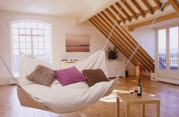 dachzimmer schaukel schattenspiel kreative wohnideen gemütlich