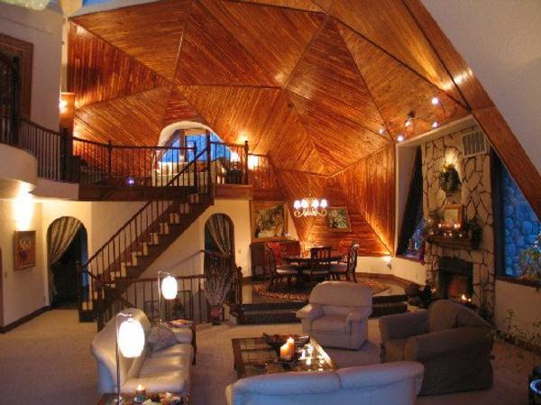 Decken Design Kuppelhaus Holzdecke Sofa Sessel Kamin