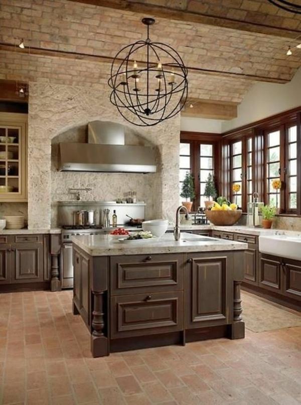 deckengestaltung altmodisch design kücheninsel waschbecken pendelleuchte