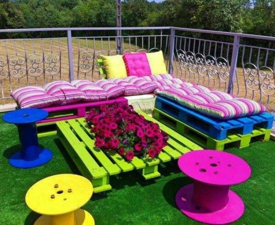 diy projekt bunte gartenmöbel aus paletten selber machen tisch sofa bank
