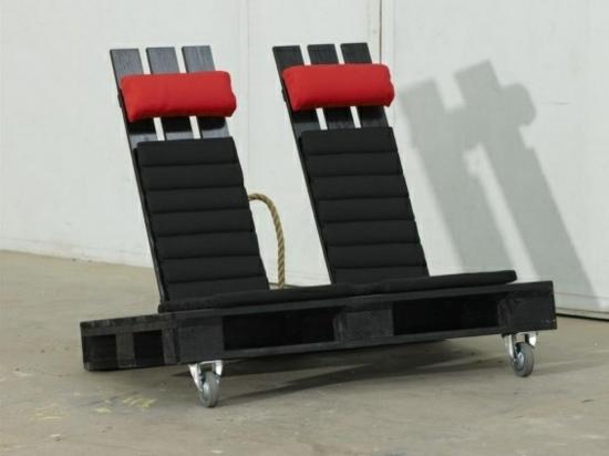 diy projekt gartenmöbel aus paletten basteln liege sessel zu zweit auf zwei rollen