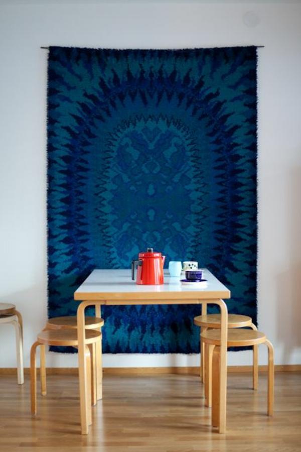 wandteppich blaun wohnzimmer dekoideen esstisch