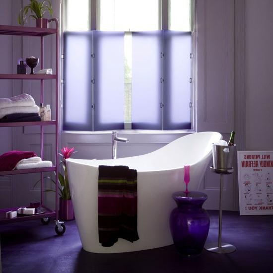 entspannend lila farben badewanne badetücher Modernes Bad