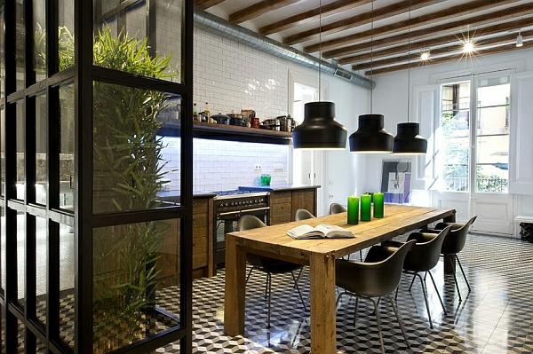 frisch grün wand trennwand  esstisch mit stühlen