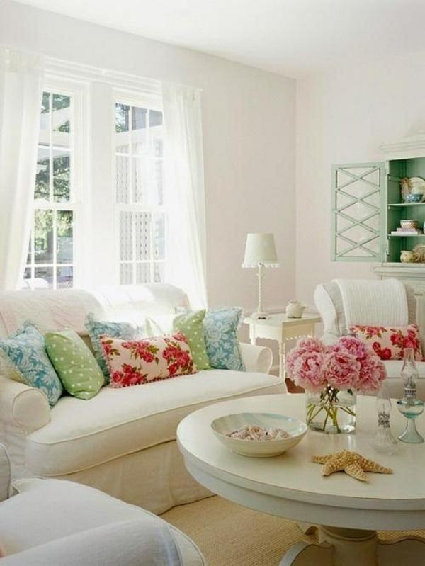 ambiente helle wände mobiliar bunt wurfkissen wandfarben wohnzimmer