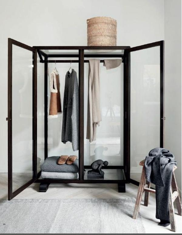 garderobe aus glas kleider ausstellen