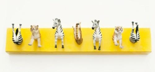 garderobenständer DIY selber bauen recyceln spielzeuge gelb