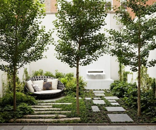 garten design  ideen steinplatten bäume rundsessel