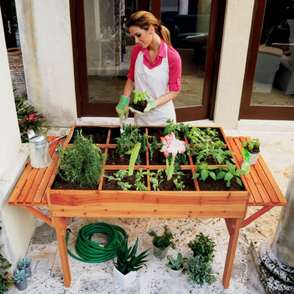 garten tisch selber ideen integrierte blumentöpfe gartenpflanzen