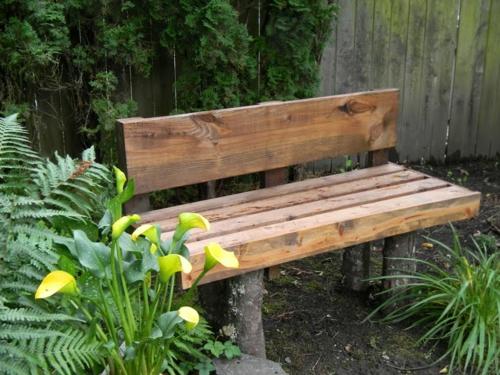 Gartenbank holz modern  Gartenbank selber bauen - erstaunliche Vorschläge für den Außenbereich