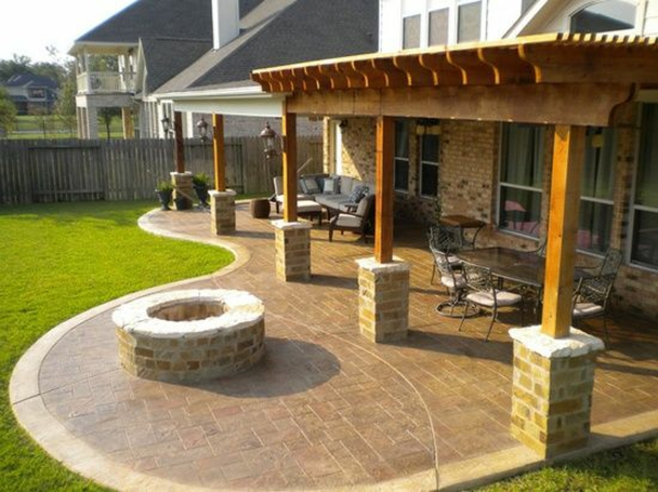 Gartengestaltungsideen : Fire Pit with Patio and Pergola