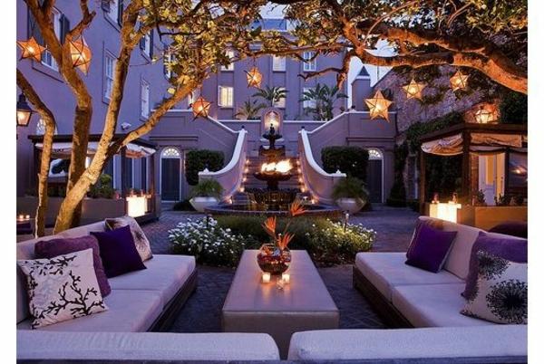 gartengestaltung ideen bilder gartenideen lila möbel beleuchtung